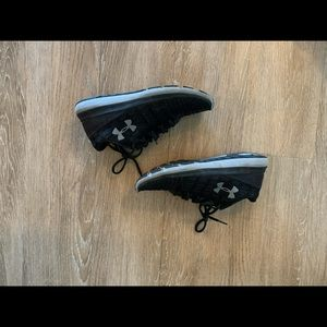 Under Armour - Size 7.5 - Sneakers
